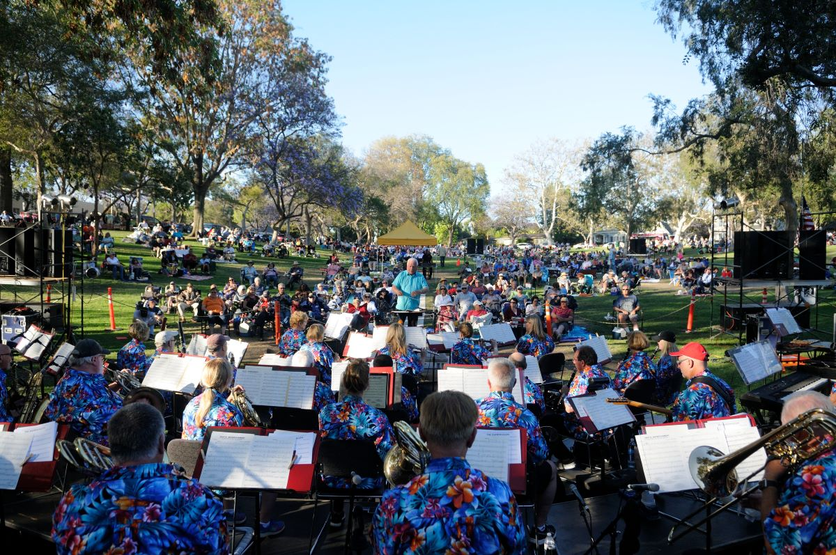 musicians playing at Los Cerritos park in Long Beach