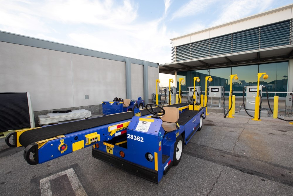 Airport electric charger cart